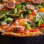Пица с наденица от риба тон