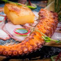 Сотиран октопод с топло карпачо